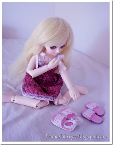 Wordless Wednesday: Decisions: Yosd ball jointed doll trying to choose shoes