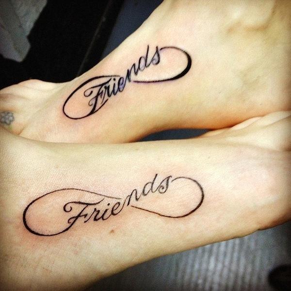 amigos_e_a_tatuagem_do_smbolo_do_infinito