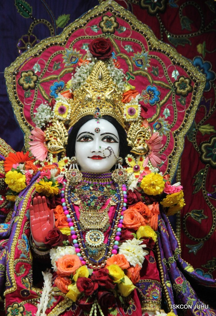 ISKCON Juhu Sringar Deity Darshan 20 Jan 2017 (23)