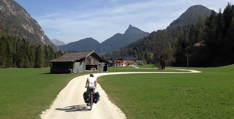 Abfahrt auf dem Tauernradweg im Saalachtal