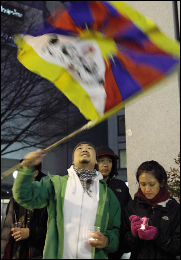 Self-Immolations in Tibet: Candle Vigil in Downtown Seattle - IMG_0049%2B1-28-12%2B72Cc%2BCandle%2BVigil.jpg