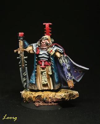 Inquisidor con espada de energía y combiarma