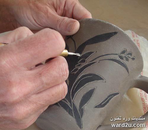 تشكيل الخزف بطريقة الريليف البارز وتلوينه
