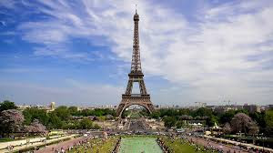 « La France est forte », répond François Hollande à Nicolas Sarkozy, dans le contexte des attentats