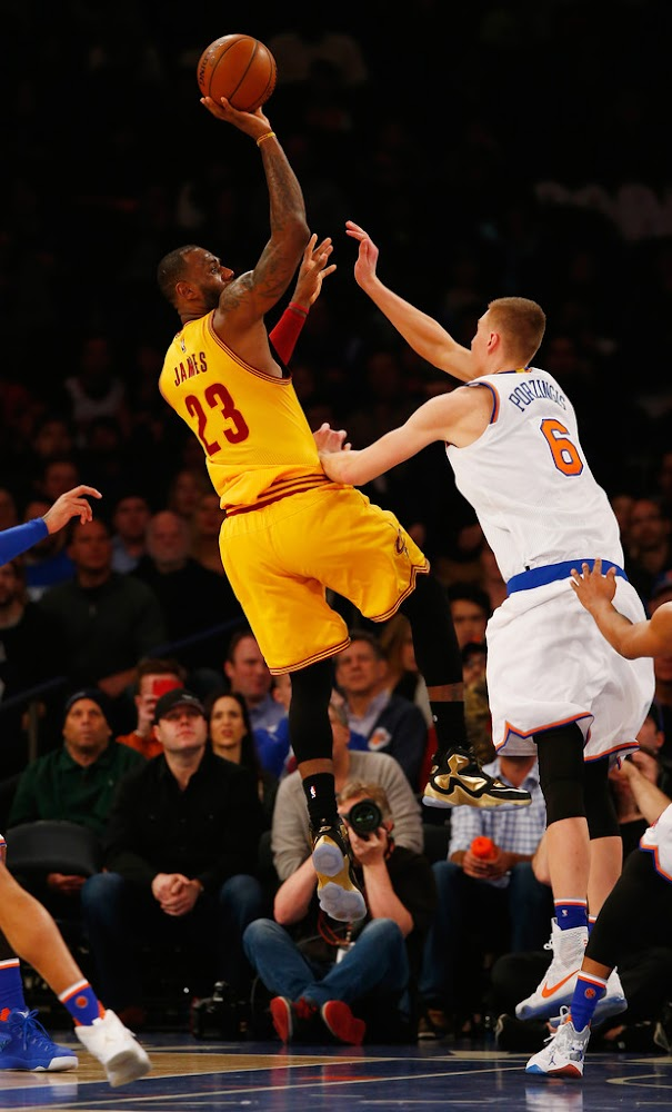 6c98c6c4c0c1c ... King James Wears Pure Gold LeBron 13 PE in Win at MSG ...