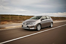 2013-Toyota-Auris-9
