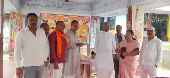 सीतामढ़ी में प्रधानमंत्री नरेंद्र मोदी के जन्मदिन पर घी का बना ग्यारह किलो का एक लड्डू और सात पौंड का केक बनाया जो आकर्षण का केन्द्र रहा