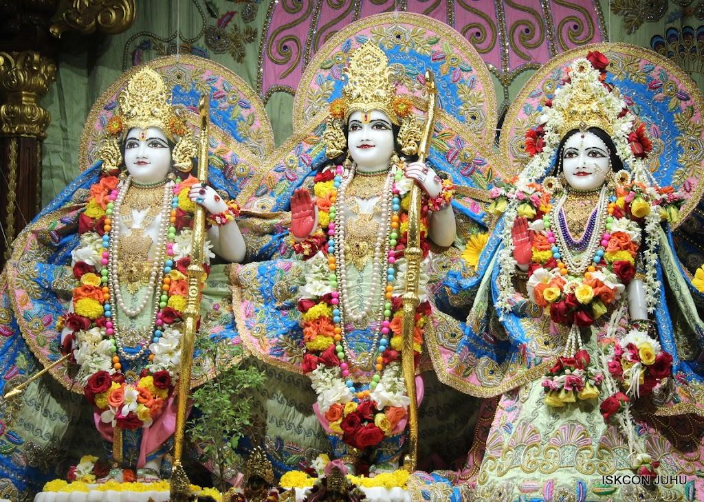 ISKCON Juhu Sringar Deity Darshan 10 Apr 16 (22)