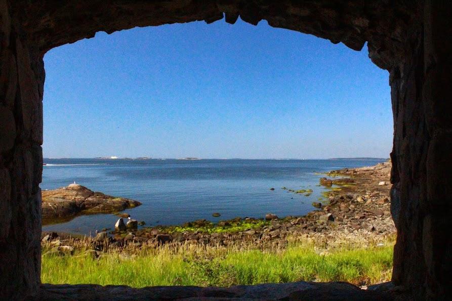 fort suomenlinna window gulf sea