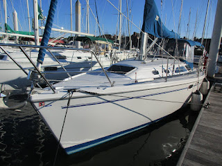 Catalina 320  2000 That is Very Clean, Well Maintained, and Lot's Updates