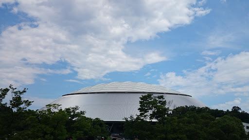 [写真]梅雨が明けていい天気の西武プリンスドーム