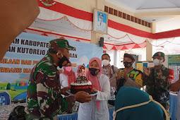 HUT TNI Ke:-76, Danramil 0819/18 Pandaan di Kejutkan Surprise Oleh Kepala Kelurahan Kutorejo