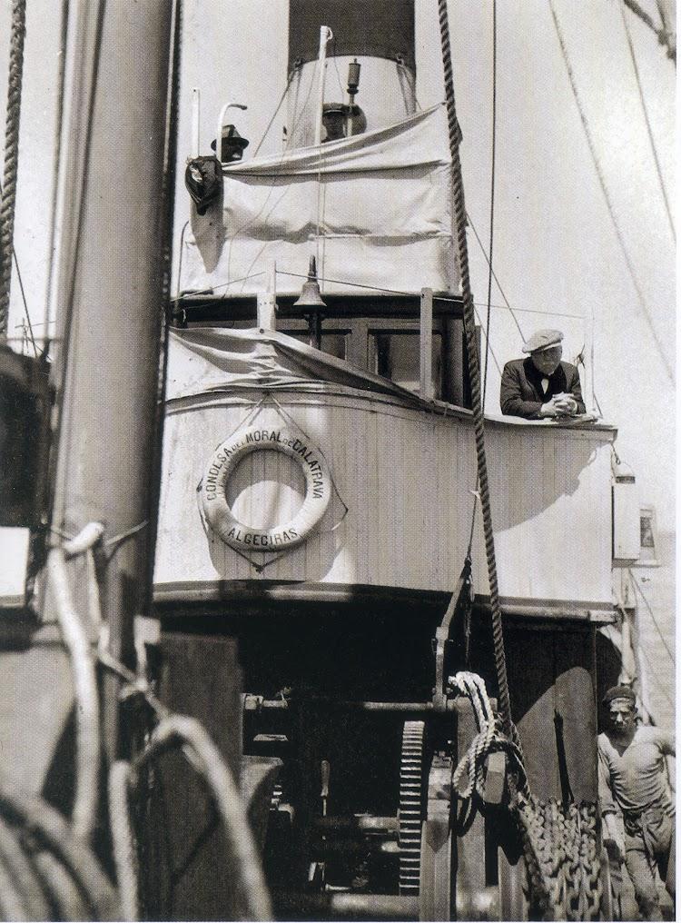 Puente de mando del CONDESA. Del libro Chiman. La pesca ballenera moderna en la peninsula iberica. Colección Alex Aguilar.jpg
