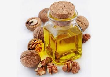 Олія з грецького горіха