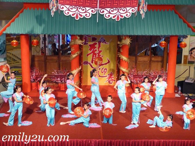 Ipoh Chin Woo folk dances