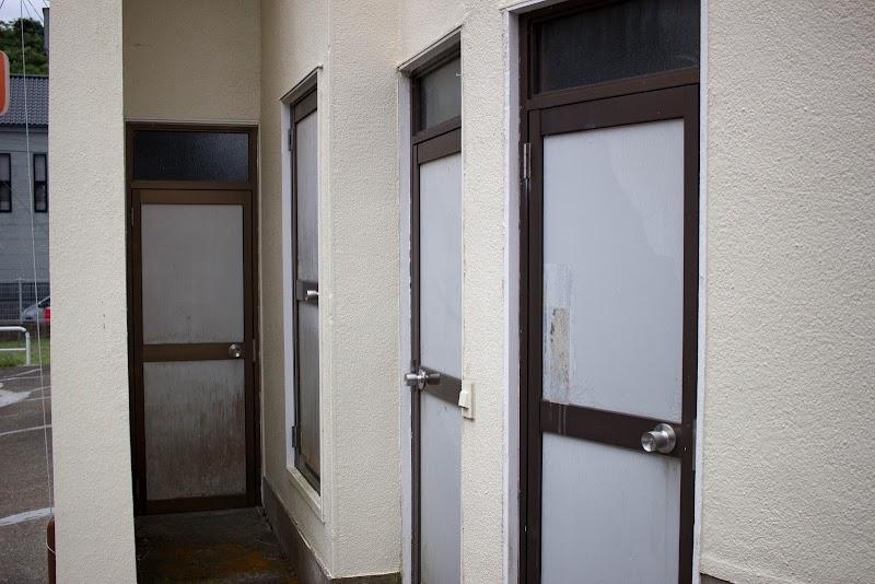 10:23 途中にあったドアだらけの建物
