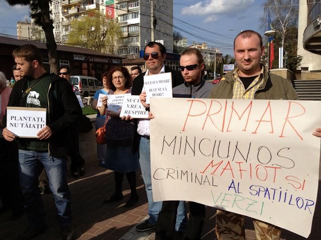 FOTO| Protest împotriva distrugerii spaţiilor verzi din Suceava