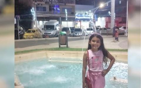 TRAGÉDIA: Menina de 8 anos morre após tocar em decoração de Natal