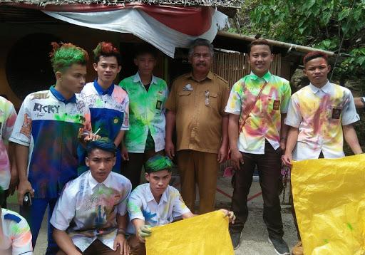 Rayakan Kelulusan, Siswa di Tana Toraja Ini Pungut Sampah di Objek Wisata Burake