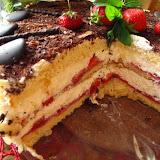 Tort stracciatella z truskawkami