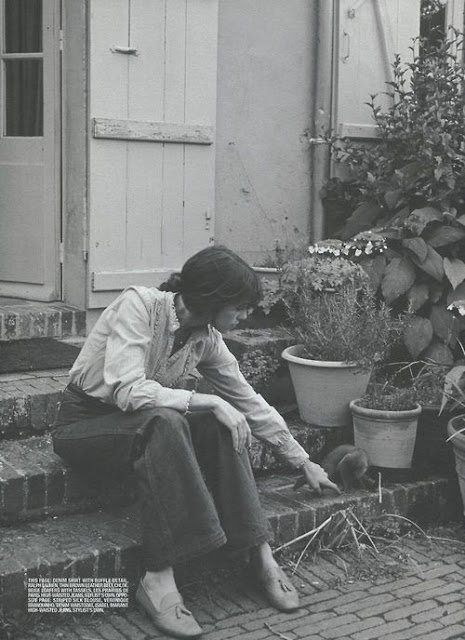 Charlotte Gainsbourg and a cat