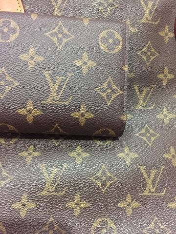 Banyak artikel membahas bagaimana caranya membedakan tas LV asli dan palsu..  berikut akan saya bahas dari sisi bahan cokelat untuk tas dompet monogram  (yang ... ca8c308747