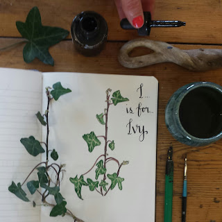 Ivy ink lid holder :: www.AliceDrawsTheLine.co.uk
