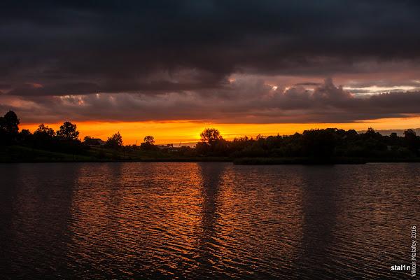 Похмуре ранкове небо
