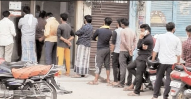 पैसे निकालने के लिए भटक रहे खाता धारक  #Ambedkarnagarnews