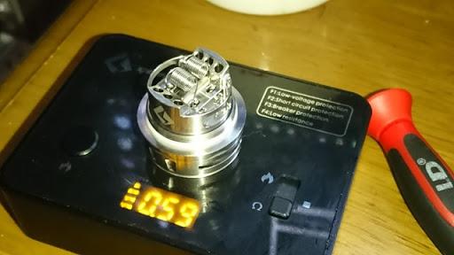 DSC 2456 thumb2 - 【RTA】「GEEKVAPE AMMIT デュアルコイルRTA」レビュー!ポストレスデッキと3Dエアフロー、ジュースコントロール付きAMMITのマイナーチェンジ版