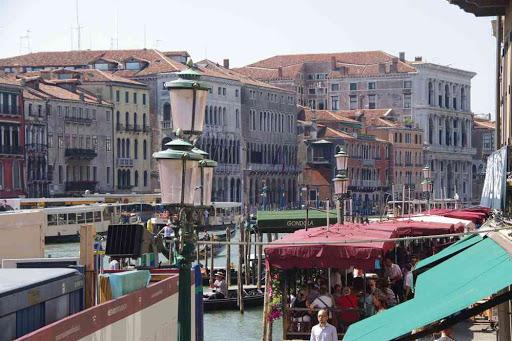 Grand Canal, près du pont de Rialto.