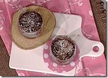 Torta al cioccolato in tazza con banana