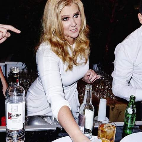 Amy Schumer comedian drinking drink