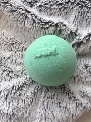 Avobath Lush cosmetics bath bomb