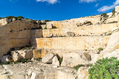 Geocaching auf Malta: Der Süden - die Tempel von Ħaġar Qim und Mnajdra - Geocache im alten Steinbruch