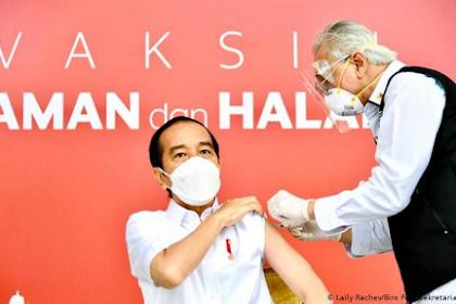 Para Pembenci Sebarkan Hoax Vaksin Jokowi, Disebut Salah Suntik Hingga Tak Sampai Habis. Begini Faktanya