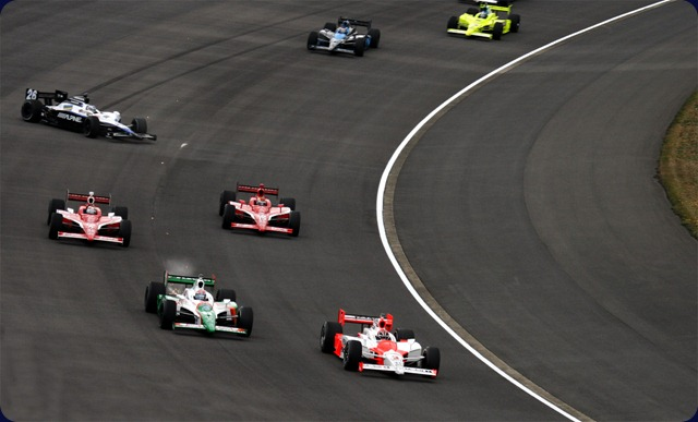 IndyCar-First_lap_of_the_2008_Indy_Japan_300