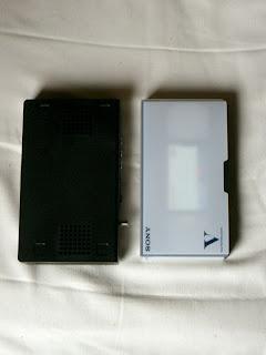 HVT-T100ビデオテープとの大きさ比較
