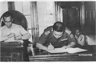 Photo: Serah terima jabatan Walikota Makassar dari Aroeppala ke M.Dg.Patompo tanggal 8 Mei 1965 di Balai Kota Makassar, Jalan Balaikota No.8 Makassar. http://nurkasim49.blogspot.com/2011/12/vi.html