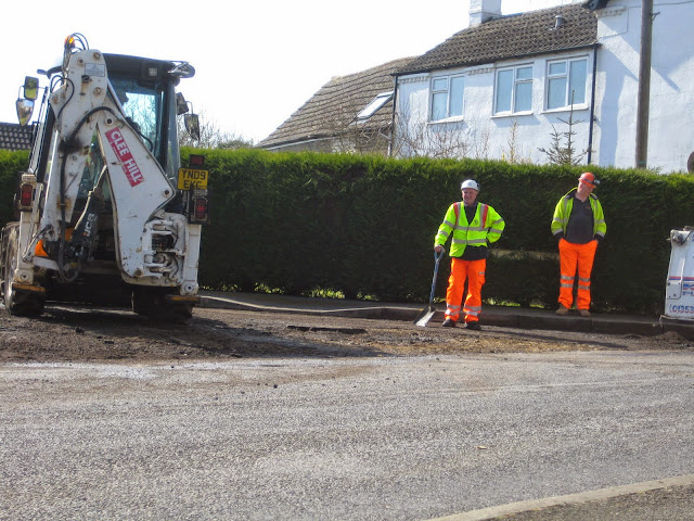 St Johns Close Resurfacing 23-03-2015. Pictures by Chris Cannon - IMG_1069.JPG