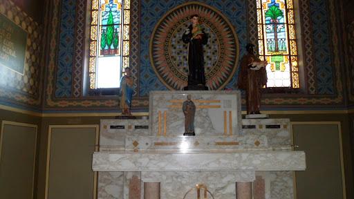 Vista interna da capela.
