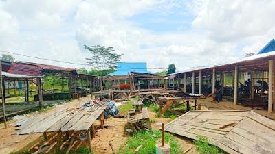 Pemerintah Desa Siabu Kembali  Bangun Kios Pasar Desa Yang Sudah Mulai Rusak