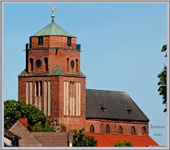 Photo: Die St. Petri-Kirche in Wolgast wurde im 14. Jht. errichtet und war lange Zeit Grabstätte der pommerschen Fürsten.  Wolgast ist eine kleine Stadt im Nordosten Mecklenburg-Vorpommern.