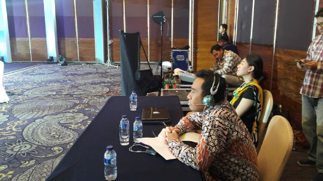 rental interpreter system in singapore, rental vendor of translation tools, rental wireless mic headset, renting simultaneous interpreting units system, rent our translating wireless mic headphone in singapore