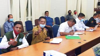 Ketua kelompok Tani Siabu Sejahtera Syafruddin.S bersama Kepala Desa Siabu Heri A Firdaus
