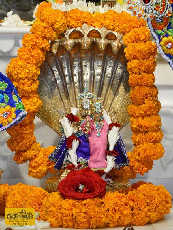 ISKCON Ahmedabad Sringar Deity Darshan 16 August 2016 (10)