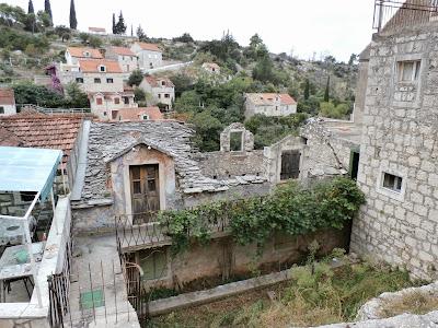 teilweise verlassene Häuser