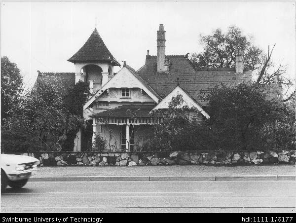 external image 1099_burke_road_hawthorn_east.jpg.preview.jpg