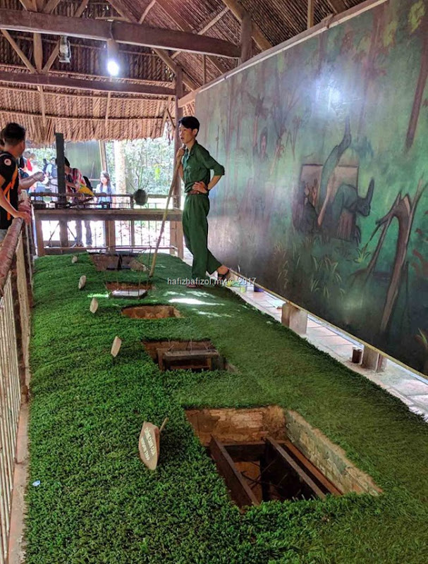 gambar di chu chi tunnel vietnam