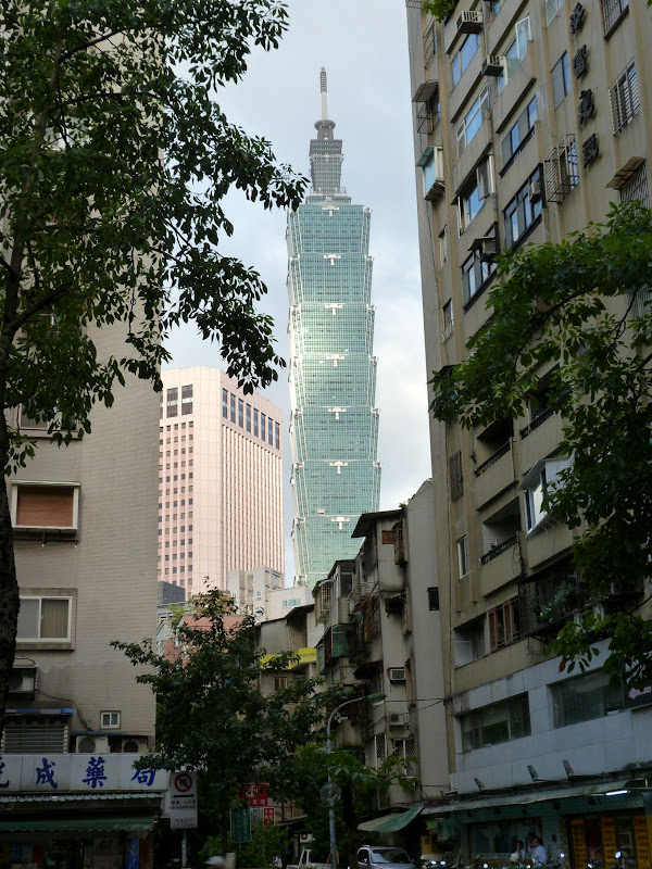 Taipei. Si Shou shan, en plein coeur de Taipei. Accès par un chemin bien plus sauvage. - P1240863.JPG